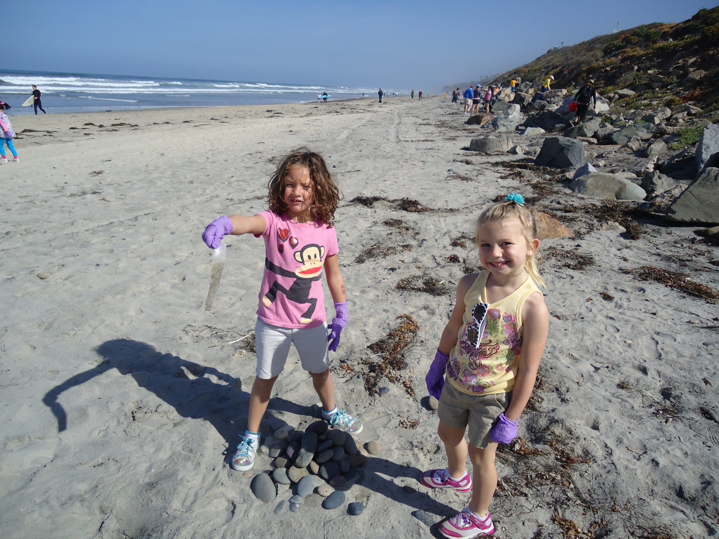 Volunteers of all ages, helping clean up Torrey Pines State Beach!